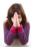 女孩祈祷的一点 免版税库存图片