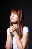 女孩祈祷 库存照片