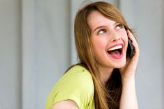 女孩移动电话联系 库存照片