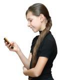 女孩移动电话sms少年键入 库存图片