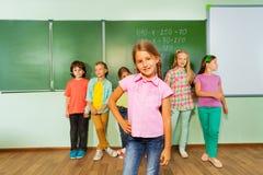 女孩站立有数字的近的黑板 库存图片