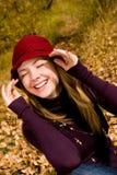 女孩笑的公园 免版税库存图片