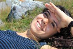 女孩笑的年轻人 库存图片