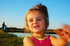女孩笑 免版税库存图片