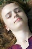 女孩纵向休眠 免版税库存照片