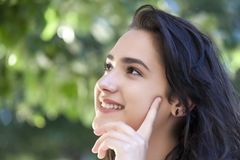 女孩纵向俏丽微笑 库存图片