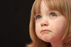 女孩纵向哀伤的工作室年轻人 免版税库存照片