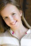 女孩纵向微笑的非离子活性剂 免版税图库摄影