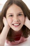 女孩纵向微笑的年轻人 库存图片