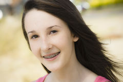 女孩纵向微笑青少年 免版税图库摄影
