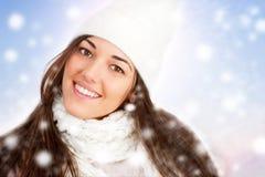 女孩纵向雪花冬天 免版税库存图片