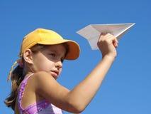 女孩纸飞机 免版税库存照片