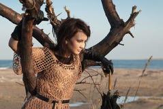 女孩结构树伞 免版税图库摄影