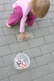 女孩绘画 免版税图库摄影