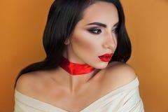 女孩美女专业化妆师画象  免版税库存照片