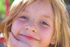 女孩老六微笑的年 库存照片