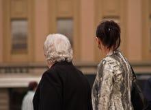 女孩老妇人年轻人 免版税库存照片