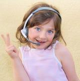 女孩耳机孩子 免版税图库摄影