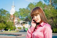 女孩联系在移动电话 免版税库存图片