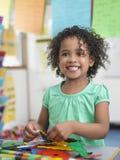女孩聚集的难题在教室 图库摄影