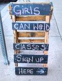 女孩能焊接 免版税库存照片