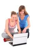 女孩膝上型计算机使用 库存照片