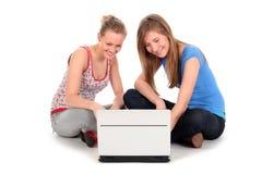 女孩膝上型计算机使用 库存图片