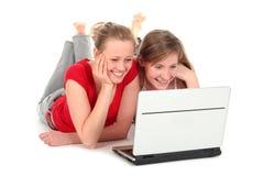 女孩膝上型计算机使用 免版税库存图片