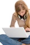 女孩膝上型计算机少年使用 库存图片