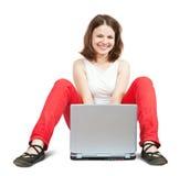 女孩膝上型计算机工作 免版税库存照片