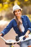 女孩自行车双筒望远镜 库存图片