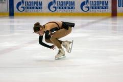 女孩花样滑冰运动员选拔滑冰, 库存照片