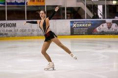 女孩花样滑冰运动员选拔滑冰, 免版税库存照片