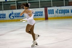 女孩花样滑冰运动员选拔滑冰 库存照片