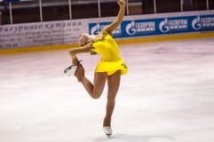 女孩花样滑冰运动员选拔滑冰 图库摄影