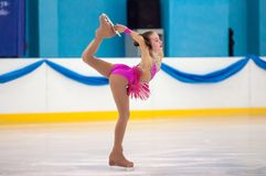 女孩花样滑冰运动员,奥伦堡,俄罗斯 免版税图库摄影