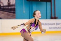 女孩花样滑冰运动员,奥伦堡,俄罗斯 免版税库存照片
