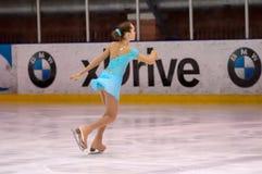 女孩花样滑冰运动员 免版税库存照片