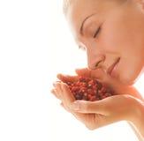 女孩草莓 免版税库存照片