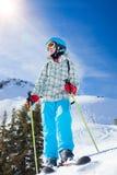 女孩获得在滑雪的一个乐趣 库存照片
