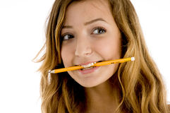 女孩藏品嘴铅笔 免版税库存图片