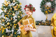 女孩藏品圣诞节礼品 新年度 库存照片