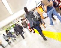 女孩行动岗位地铁走 免版税库存图片