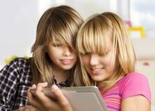 女孩触摸板使用 免版税库存图片