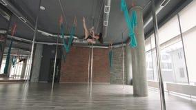 女孩训练杆舞蹈4K 股票视频