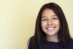 女孩讲西班牙语的美国人微笑青少年 免版税图库摄影