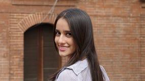 女孩讲西班牙语的美国人微笑青少年 免版税库存照片