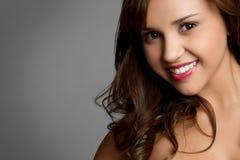 女孩讲西班牙语的美国人微笑 免版税图库摄影
