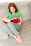 女孩读取年轻人 库存照片