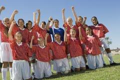 女孩足球小组 免版税库存图片